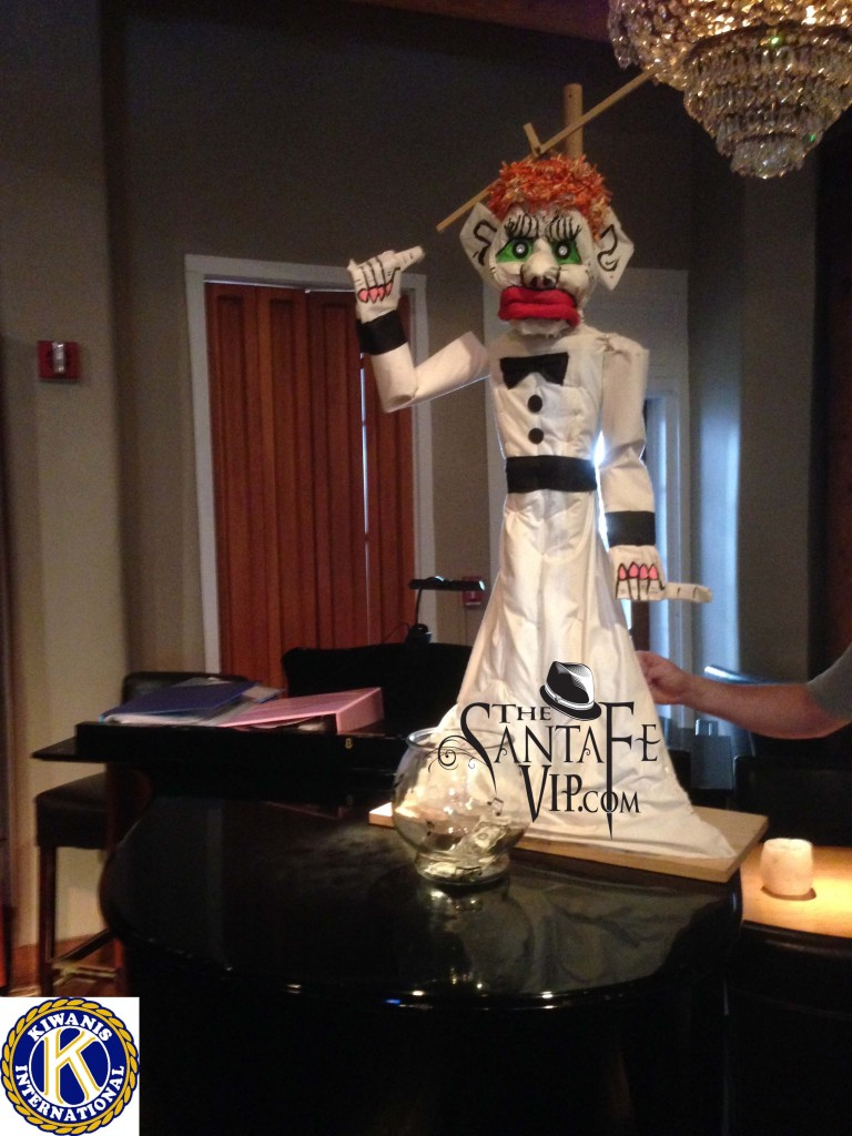 Zozobra Sings the Cantina