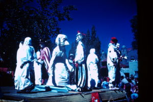 Zozobra 1944 with clowns